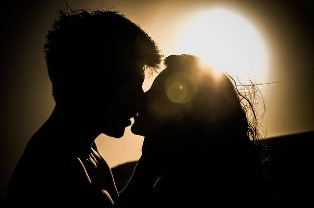 Sunset Kiss Couple - Free photo on Pixabay (377396)