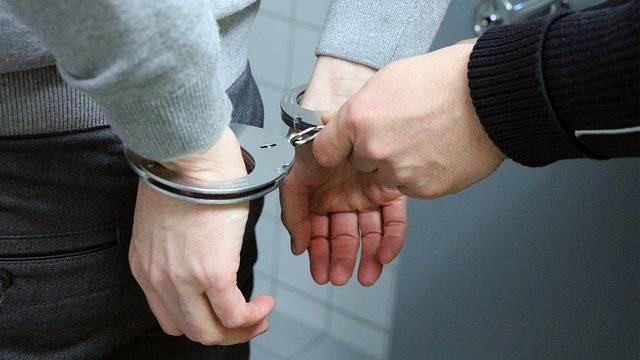 Handcuffs Trouble Police - Free photo on Pixabay (405577)