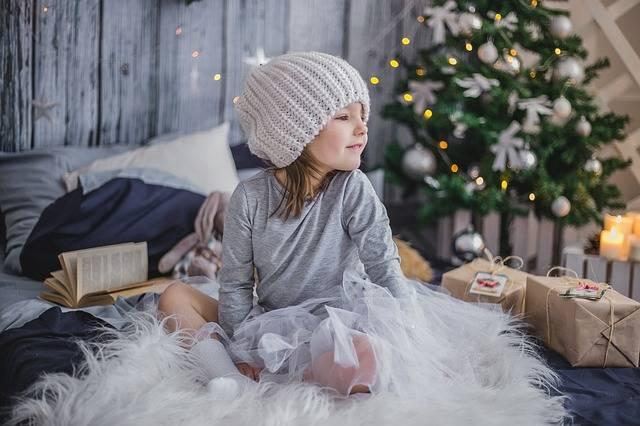 Girl Gift Presents - Free photo on Pixabay (408141)