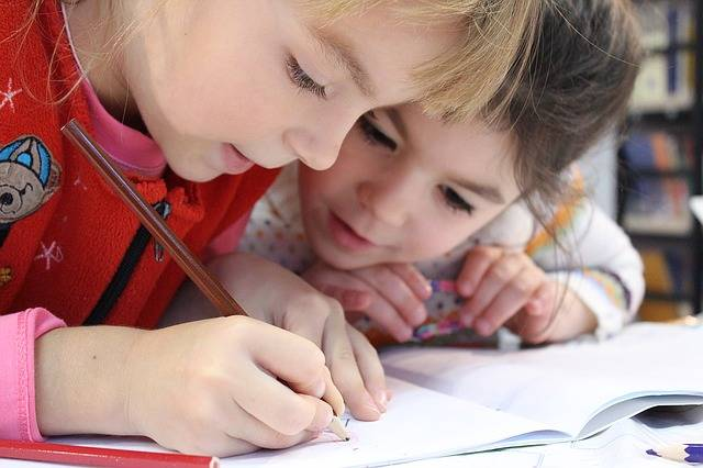 Kids Girl Pencil - Free photo on Pixabay (417300)
