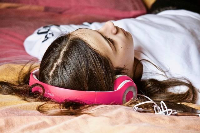 Girl Relaxation Listening - Free photo on Pixabay (433359)