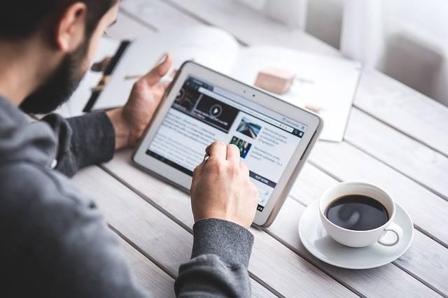 Man Reading Touchscreen - Free photo on Pixabay (433419)