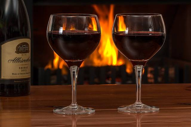 Red Wine Glasses Log Fire - Free photo on Pixabay (435201)