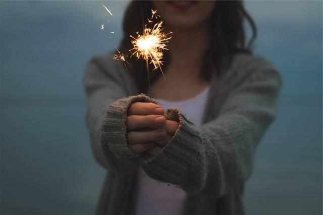 Sparkler Holding Hands - Free photo on Pixabay (435899)