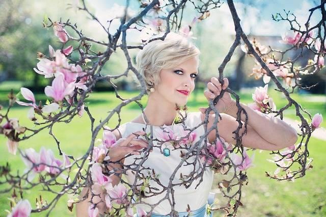 Beautiful Woman Magnolias Magnolia - Free photo on Pixabay (443665)