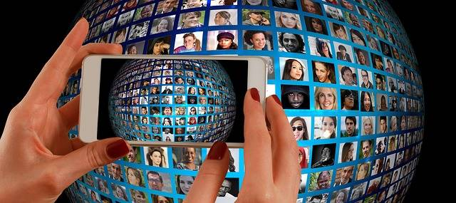 Smartphone Hand Photomontage - Free image on Pixabay (452771)
