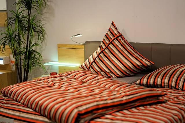 Bedroom Bed Linen - Free photo on Pixabay (455497)