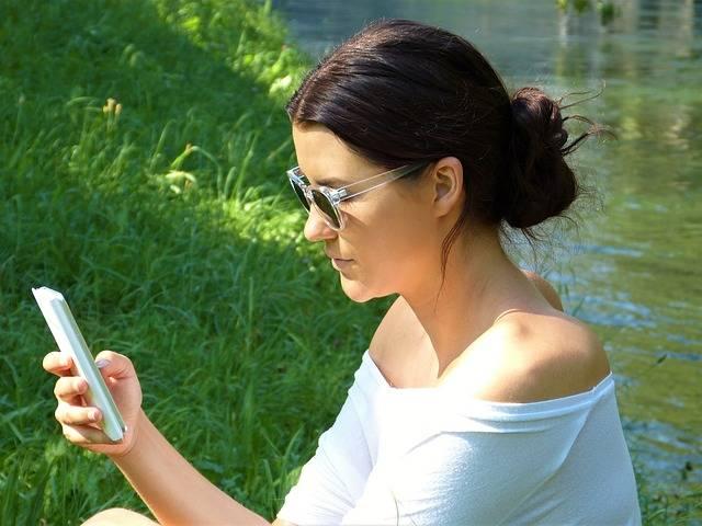Woman Girl Young Mobile - Free photo on Pixabay (471594)