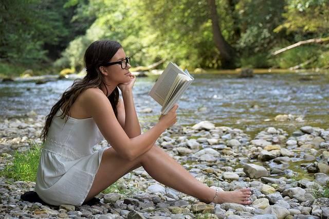 Girl Woman Read - Free photo on Pixabay (476618)