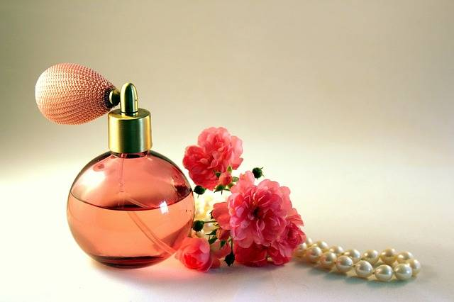 Bottle Perfume Roses - Free photo on Pixabay (477433)