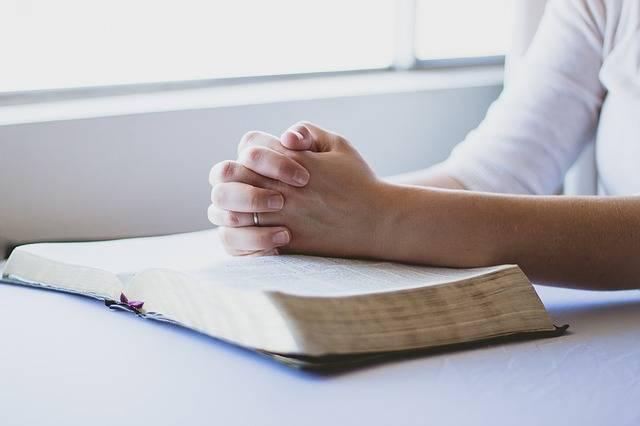Prayer Bible Christian Folded - Free photo on Pixabay (480706)