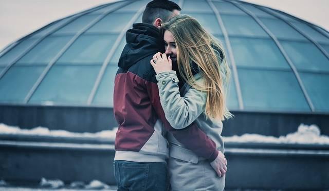 Couple Hugging Love - Free photo on Pixabay (483154)
