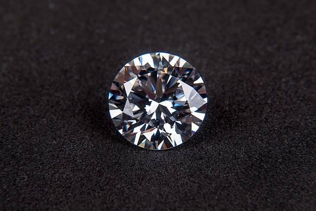 Diamond Gem Cubic Zirconia - Free photo on Pixabay (524947)
