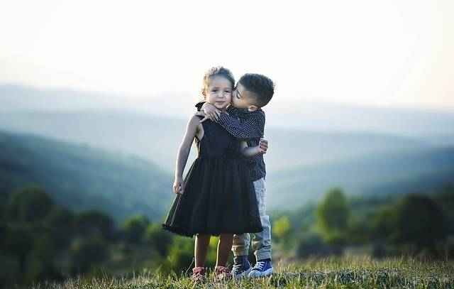 Children Hug Siblings - Free photo on Pixabay (525298)