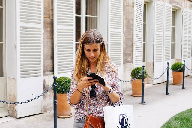 Girl Texting Smartphone - Free photo on Pixabay (537209)
