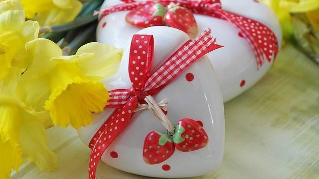 Heart Love Gift Daffodils - Free photo on Pixabay (539047)