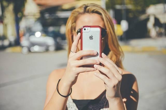 Girl Smartphone Iphone Taking - Free photo on Pixabay (539284)