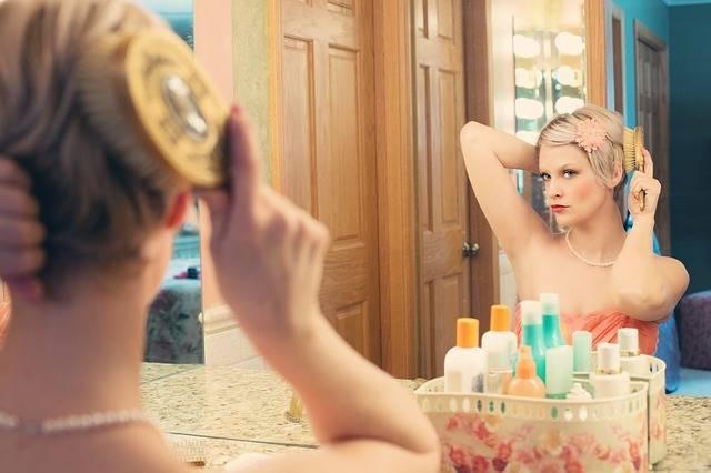 Pretty Woman Makeup Mirror - Free photo on Pixabay (541203)