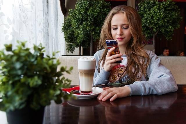 Girl Teen Smartphone - Free photo on Pixabay (546799)