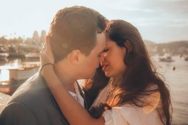 Affection Hugging Kissing - Free photo on Pixabay (560227)