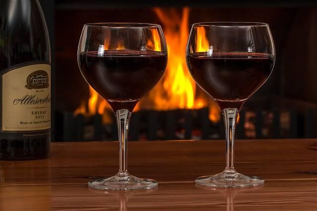 Red Wine Glasses Log Fire - Free photo on Pixabay (561758)