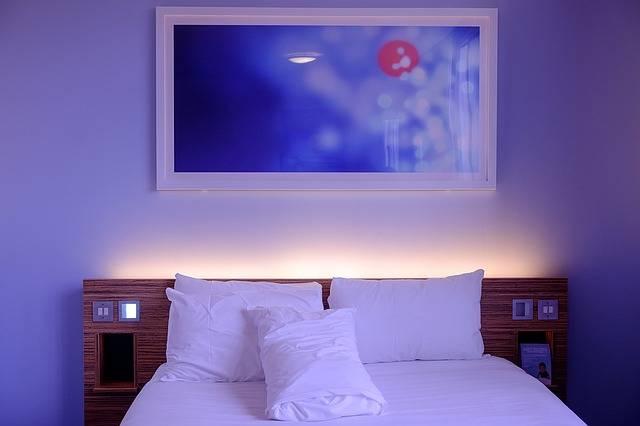 Bedroom Hotel Room White - Free photo on Pixabay (564893)