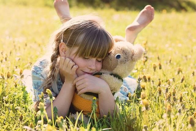 Girl Teddy Bear Snuggle - Free photo on Pixabay (568073)