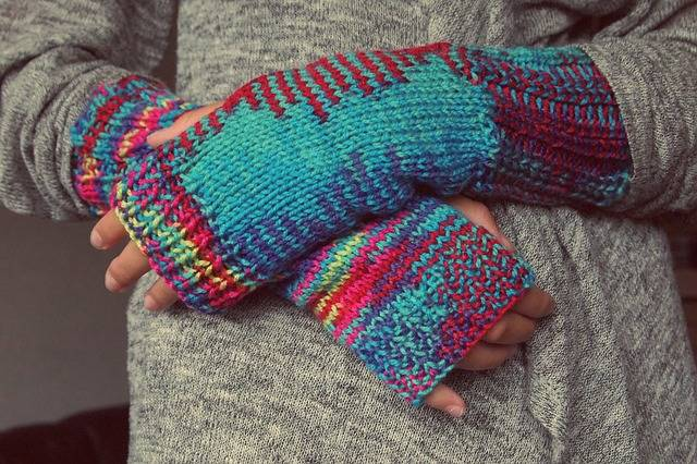 Hands Gloves Knitting - Free photo on Pixabay (582368)