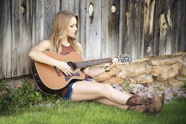 Guitar Country Girl - Free photo on Pixabay (582840)