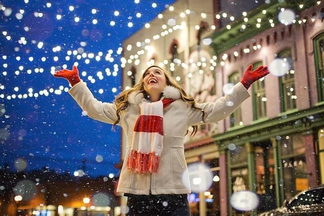 Christmas Happy Woman - Free photo on Pixabay (590863)