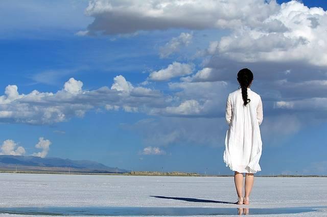 Girls Blue Sky White - Free photo on Pixabay (593631)