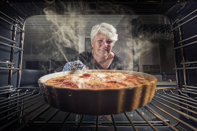Apple Pie Woman Kitchen - Free photo on Pixabay (603727)