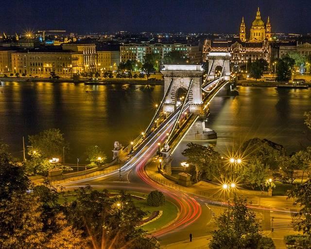 Chain Bridge Budapest Roundabout - Free photo on Pixabay (633851)