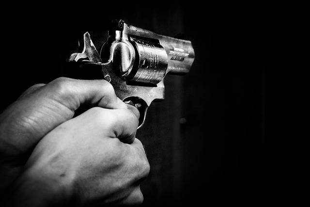 Gun Hands Black - Free photo on Pixabay (682494)