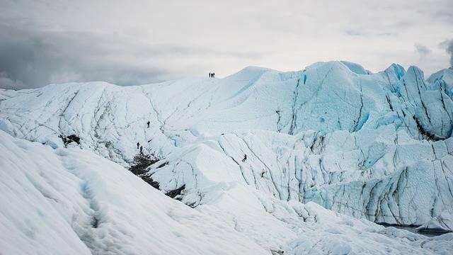 Snow Mountain Hiking - Free photo on Pixabay (696770)