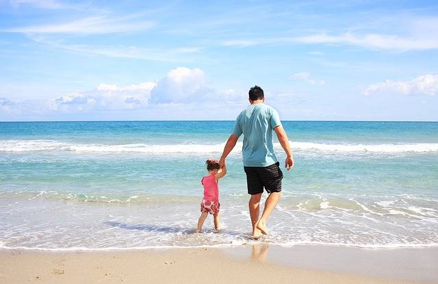 Father Daughter Beach - Free photo on Pixabay (697056)