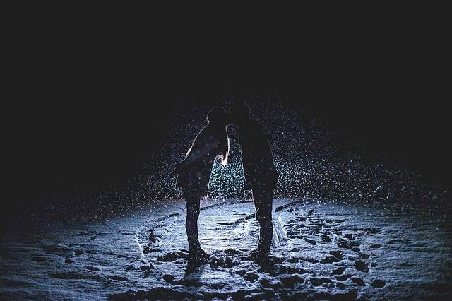 Couple Kissing Snowy Night Snowing - Free photo on Pixabay (718719)