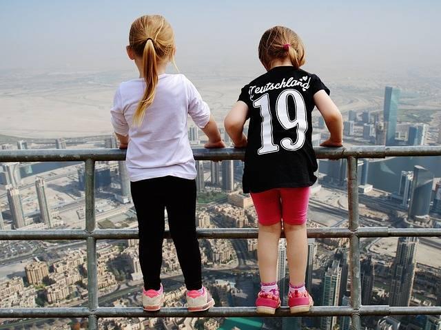 Dubai View Girl Fence - Free photo on Pixabay (723917)