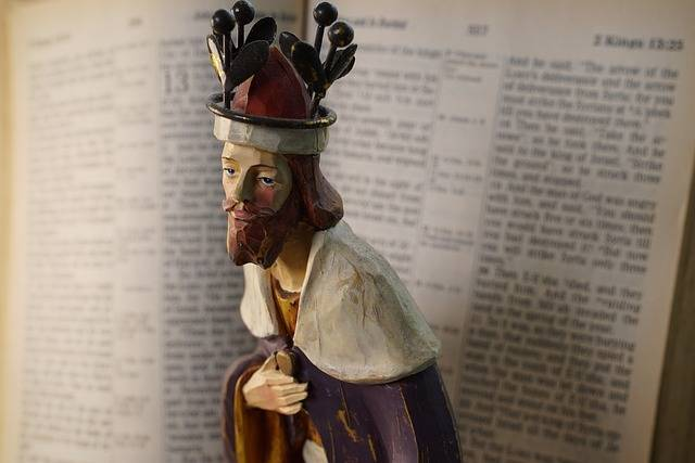 Christian Figurine The King Open - Free photo on Pixabay (727194)