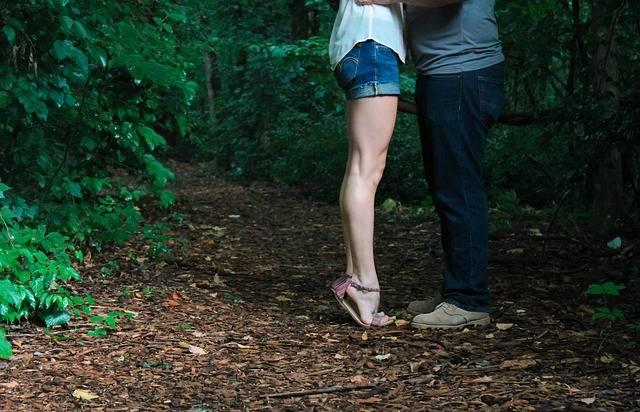 Legs Tiptoe Embrace - Free photo on Pixabay (738267)