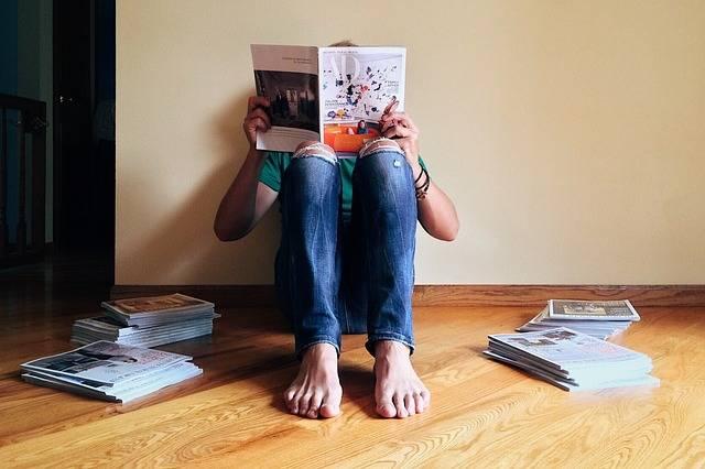 Person Reading Magazine - Free photo on Pixabay (743315)