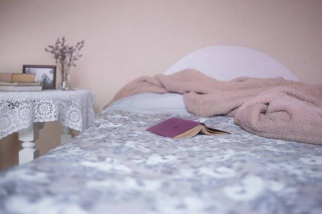 Bed Bedroom Blanket - Free photo on Pixabay (744957)