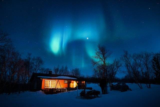 Aurora Borealis Blue Cabin - Free photo on Pixabay (746198)