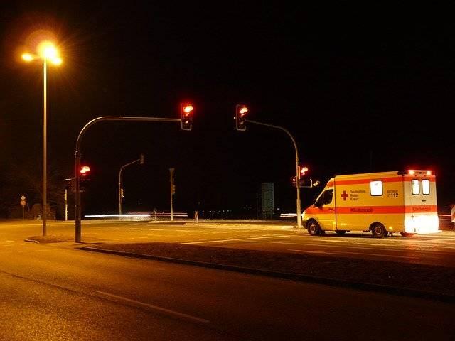 Traffic Lights Red Ambulance - Free photo on Pixabay (759221)