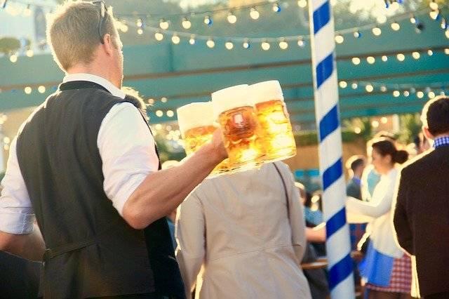 Oktoberfest Munich Waiter - Free photo on Pixabay (760504)