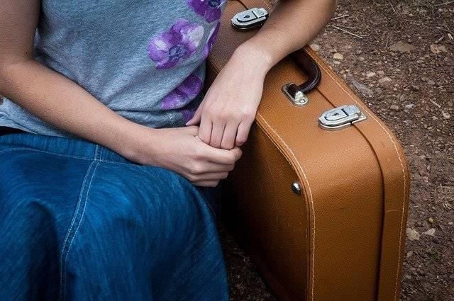 Travel Suitcase Girl - Free photo on Pixabay (761561)
