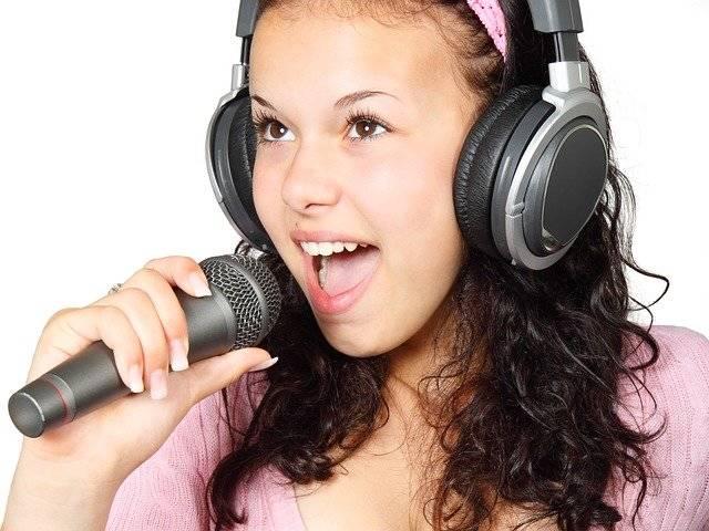 Girl Holding Karaoke - Free photo on Pixabay (763365)