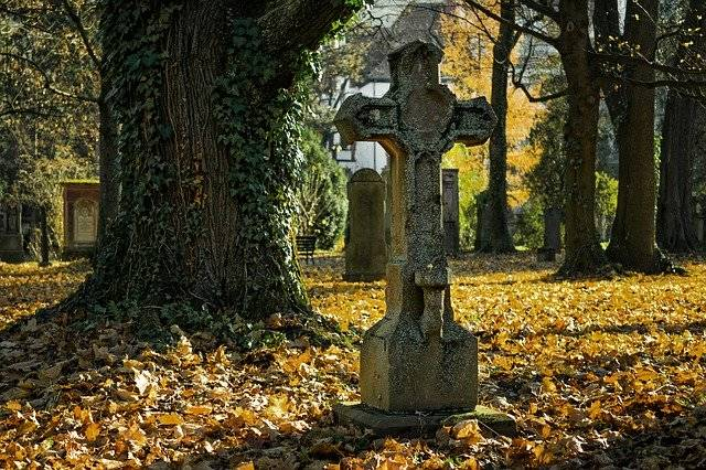 Autumn Cemetery Cross - Free photo on Pixabay (775748)